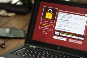 URAMOVIE.COM視聴は違法ではないが、アダルトサイトは利用の仕方によっては危険